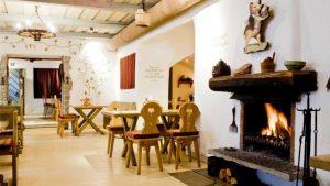 Restaurant at the Golden Piglet Inn